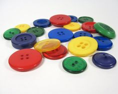 Large Plastic Buttons 20 pcs Primary Assorted by BusyLittleBird, $3.00 #buttons #buttoncrafts #primarycolors