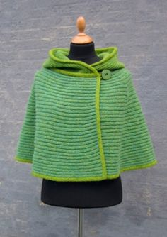 Hooded cape - only wish there were free pattern.
