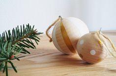 DIY : Boules de Noël en bois.  Retrouvez tous mes DIY sur mon blog : www.nutty.fr