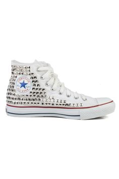 I've sworn to myself that no matter how old I'd grow to be, I'd always have a pair of All-Star in my wardrobe.