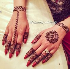Everything related to indian fashion; whether it be bridal or casual. unless stated. Circle Mehndi Designs, New Henna Designs, Mehndi Designs Front Hand, Mehndi Designs Book, Mehndi Design Photos, Unique Mehndi Designs, Wedding Mehndi Designs, Mehndi Designs For Fingers, Latest Mehndi Designs