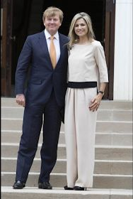 Queens & Princesses - ing Willem Alexander and Queen Maxima arrived in the US as they begin today a three-day official visit. Classy Suits, Rockabilly Fashion, Punk Fashion, Lolita Fashion, Fashion Boots, Queen Dress, Estilo Fashion, Queen Maxima, Over 50 Womens Fashion