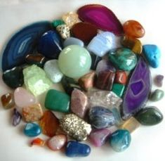 Crystal and gemstone healing powers have been debated by many scientists for years and years. Some do not believe in the healing properties of gemstones and crystals, while others back it completel… Healing Stones, Crystal Healing, Natural Healing, Chakra Healing, Quartz Crystal, Minerals And Gemstones, Rocks And Minerals, Les Chakras, Gemstone Properties