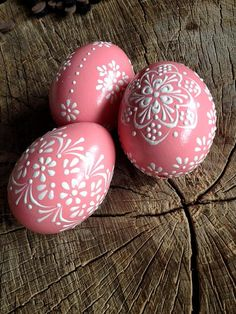 Pink Hand painted Easter eggs. This is a set of 3 real chicken eggs approximately the same size, painted colors and decorated with wax. The eggs are decorated using a wax pinhead and is the oldest and most widely used technique. The tradition of painted eggs back to the depths of the