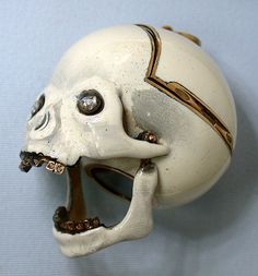 Incredible piece. Obsessed with Memento Mori...
