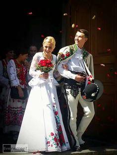 Wedding of the Polish ski jumper Klemens Murańka in Zakopane Traditional Wedding, Traditional Dresses, Ukraine, Polish Embroidery, Polish Clothing, Bridal Gowns, Wedding Dresses, Arte Popular, Folk Costume