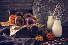 Halloween_Donuts_Milk_Pumpkin_Design_Bottle_535043_1280x853.jpg (1280×853)