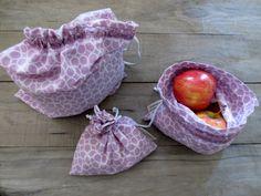 Ensemble de 3 sacs violets pour vrac, zéro déchet, sacs à fruits et légumes lavables - faits de tissus recyclés de la boutique JacquardVichy sur Etsy Fruit Sandwich, Sandwiches, Boutique, Purple, Etsy, Scrap Fabric, Fabrics, Sandwich Bags, Fruits And Veggies
