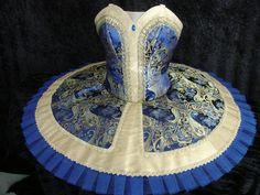 Pas de basque royal blue.