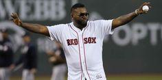 David Ortiz hace su primera aparición pública tras ser baleado, El expelotero dominicano hizo el primer lanzamiento en Boston.