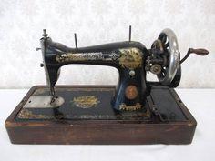Sewing Machine 【アンティーク品】SINGER 手回しミシン(専用木蓋 鍵付き) インテリア 雑貨 家具 Antique ¥10000yen 〆08月14日