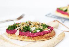 Naanbrood met bietenpesto, spinazie en Parmezaan –  5 OR LESS