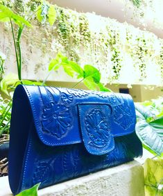 Tooled leather clutch @mexichiccrafts Tooled Leather Purse, Leather Tooling, Leather Clutch, Leather Purses, Cambridge Satchel, Bags, Fashion, Handbags, Moda