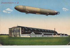 Friedrichshafen am Bodensee, Luftschiff und Luftschiffwerft in einer kolorierten Fotomontage, Ansichtskarte um 1910