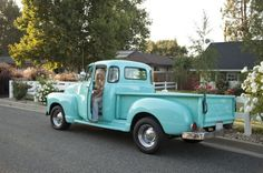 Vintage Trucks Would love to have this as my ride! Old Pickup Trucks, Farm Trucks, New Trucks, Classic Chevy Trucks, Classic Cars, Milan Kundera, Dodge, Chevy Pickups, Vintage Trucks