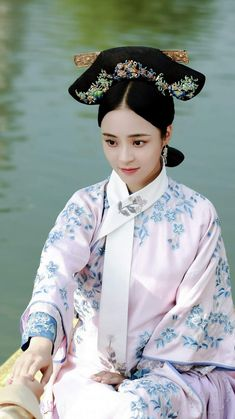 The Flowers Filled the Palace and Missed the Time 《花落宫廷错流年》 Oriental Fashion, Asian Fashion, Fashion Art, Chinese Fashion, Oriental Style, Traditional Fashion, Traditional Dresses, Chinese Clothing, Chinese Dresses