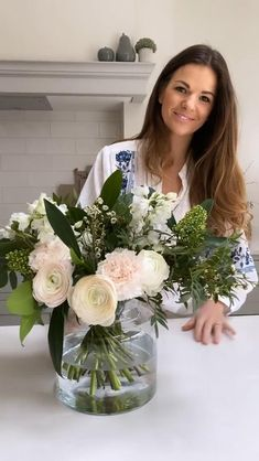 Bridal Bouquet Fall, Bridesmaid Bouquet, Wedding Bouquets, Creative Flower Arrangements, Floral Arrangements, Traditional Vases, Flower Video, Spring Home Decor, Home Decor Styles