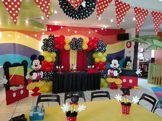 Mesa pastel mickey mouse y decoracion