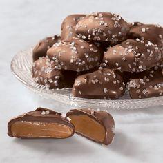 Dark Chocolate Sea Salt Caramels #seasaltcaramels #chocolatetreats #christmasgoodies #chocolatecaramel