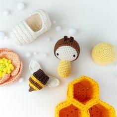 lalylala Crochet Kit Bee Amigurumi Honey Bumble Poppy – Life Cycle Play Set – educational toy, nursery decoration, beekeeper, DIY kit - Knitting for Beginners Crochet Bee, Crochet Patterns Amigurumi, Cute Crochet, Amigurumi Doll, Crochet Kits, Knitting Patterns, Honey Bee Life Cycle, Crochet Supplies, Crochet Books