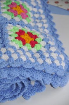 Today it is grey and rainy here so i decided it was the perfect day to show some colourful crochet projects.the bliss of crochet for me i. Crochet Home, Love Crochet, Knit Crochet, Crochet Throws, Chrochet, Crochet Stitches Patterns, Stitch Patterns, Crochet Granny Square Afghan, Granny Squares