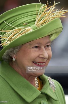 Normally Queen Elizabeth Ll Spends The Anniversary Of Her Father's. Hm The Queen, Royal Queen, Save The Queen, Tiffany Green, British Monarchy History, Queen Hat, Elisabeth Ii, Iconic Dresses, Queen Elizabeth