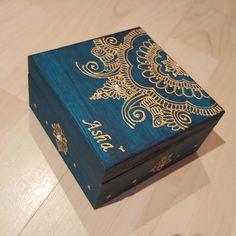 Personalised Jewellery Box wedding gift #eid #eidmubarak #giftideas #mehndi #candles #candle #candlegift #candlelight #mehndiparty #mehndipattern #mehndipatterns #mehndidesign #gold #blackandgold #mehndi #mendi #mehendi #henna #hennadesign #hennabox #hennaboxes #boxes #personalisedgifts #personalised #personalisedbox #trinket #trinketbox #trinketboxes #wedding #shaadi #nikaah
