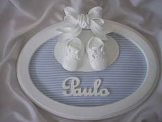 enfeite de porta maternidade - Pesquisa Google Kids Boys, Baby Kids, Baby Boy, Name Crafts, Router Projects, Flower Frame, Kid Names, Baby Shoes, Diy