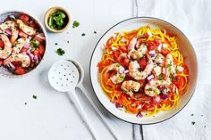 Easy Tomato Salsa Shrimp with Carrot and Squash Noodles Best Pasta Recipes, Chicken Pasta Recipes, Garlic Recipes, Vegetarian Recipes Easy, Healthy Chicken Recipes, Healthy Dinner Recipes, Crockpot Recipes, Seafood Recipes, Tasty Noodles Recipe