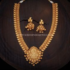 Antique Temple Haram And Jhumka ~ South India Jewels Gold Temple Jewellery, Gold Wedding Jewelry, Bridal Jewelry Sets, Gold Jewelry, Antique Jewellery Designs, Gold Earrings Designs, Gold Jewellery Design, Necklace Designs, American Diamond Jewellery
