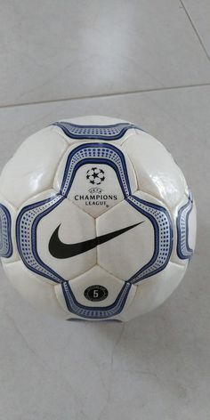Nike Original Geo Merlin Champions League 2000 Official Match Ball (eBay  Link) 886a017d1344d