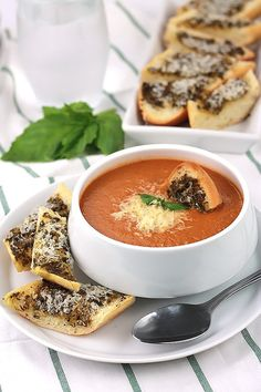 Low Carb Recipes To The Prism Weight Reduction Program Creamy Tomato Basil Soup With Hidden Ingredients To Give Your Family Extra Servings Of Veggies Quick Soup Recipes, Tomato Soup Recipes, Chili Recipes, Great Recipes, Cooking Recipes, Favorite Recipes, Yummy Recipes, Dinner Recipes, Cooking
