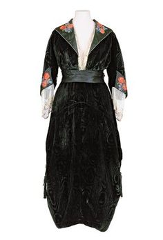 Jeanne Hallée dress ca. 1915
