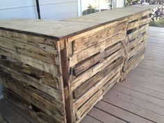 How To Build A Tiki Bar from pallets-- Diggin' this ramshackle look!