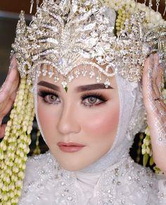 Kebaya Wedding, Wedding Hijab, Wedding Dresses, Wedding Make Up, Wedding Tips, Dream Wedding, Indonesian Wedding, Model Kebaya, Bride Makeup