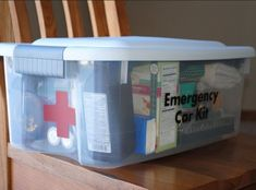FIRST CAR Gift! A car emergency kit should be in every mom's car. Easy to create with just a container to hold everything needed if the car was to break down. Emergency blanket, band aids, food and water, gloves. Survival Kit, Survival Skills, 72 Hour Kits, Emergency Supplies, Winter Car Emergency Kit, Emergency Kit For Car, Emergency Packs, Emergency Binder, Survival Supplies