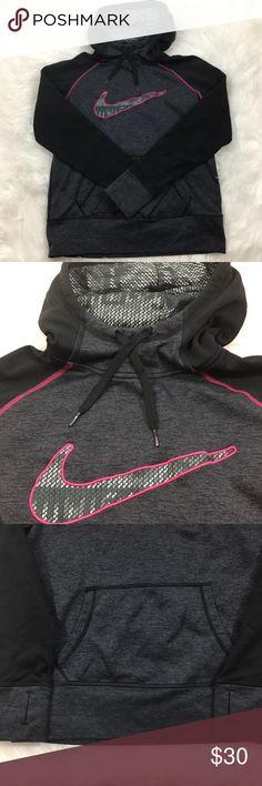 Nike Sweatshirt Gently worn sweatshirt from Nike. Nike Tops Sweatshirts & Hoodies