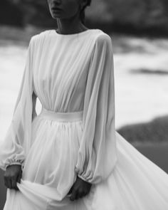from dusk till down Modest Wedding Dresses, Bridal Dresses, Ball Dresses, Ball Gowns, Pretty Dresses, Beautiful Dresses, Wedding Ideias, Mermaid Dresses, Dream Dress