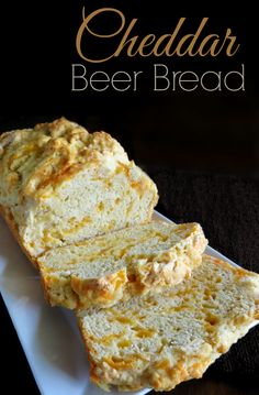 beer bread Easy Cheddar Beer Bread Recipe - This recipe is super easy and tastes soooo good! Beer Recipes, Baking Recipes, Sausage Recipes, Braai Recipes, Lasagna Recipes, Carrot Recipes, Cauliflower Recipes, Shrimp Recipes, Fish Recipes