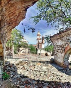 Day Trips From San Miguel [de Allende]– A 56 page coffee table style guidebook to easy one-day trips with historic and full-color pictures. Visit Acambaro, Guanajuato's oldest city; Dolores Hidalgo…
