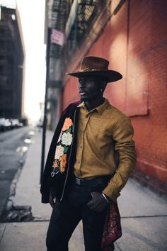 32 Fashion Tips For Dark Skinned Guys Cowboy Chic, Fashion Moda, Mens Fashion, Fashion Black, Fashion Tips, Style Fashion, Fashion Ideas, Gq, Man Street Style