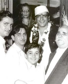 This photograph remains one of the Kapoor family's best and the most cherished clicks with his father Dewan Basheswarnath Singh Kapoor, wife Ramsarni Kapoor, sons and Legendary Pictures, Rare Pictures, Bollywood Photos, Bollywood Stars, Indian Celebrities, Bollywood Celebrities, Shammi Kapoor, Old Film Stars, Vintage Bollywood