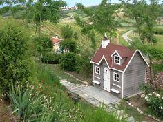 """""""Baviera"""" playhouse in Tuscany~Image via Casas Green House"""