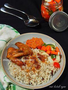 nasi kebuli ayam panggang Nasi Liwet, Nasi Bakar, Rice Recipes, Chicken Recipes, Cooking Recipes, Malaysian Chicken Curry, Mie Goreng, Arabian Food, Kitchens
