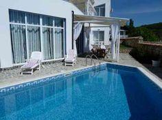 idée de déco de terrasse avec piscine