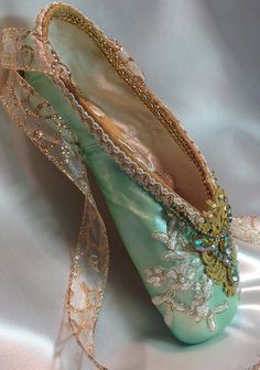 Opulent pale green and gold decorated pointe by DesignsEnPointe Pointe Shoes, Toe Shoes, Dance Shoes, Ballet Costumes, Dance Costumes, Baby Costumes, Repetto, Ballet Tutu, Ballet Dancers