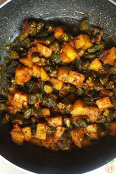 Aloo Bhindi Recipe - Home style dry curry makes with staple spices and vagetables like potato and okra/lady finger/bhindi. Indian Okra Recipes, Aloo Recipes, Vegetable Recipes, Vegetarian Recipes, Vegetarian Barbecue, Barbecue Recipes, Vegetarian Cooking, Recipies, Kitchen Recipes