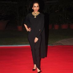 SPOTTED! Malaika Arora Khan exudes elegance in a Shantanu & Nikhil draped sari at GJEPC Artisan Awards.