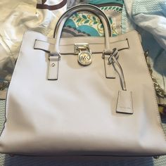 Michael Kors Hamilton! Absolute FLAWLESSSSS condition! Dust bag included. Has long stop with chain that is detachable. NO TRADES! offers considered! Michael Kors Bags