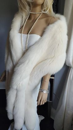 d198c417 Luxury Vintage White Fox Fur Stole With Tails - Fur Fling - Winter Wedding  Fur - Marilyn Monroe Style - Luxury Fur Gift - Bridal Wrap